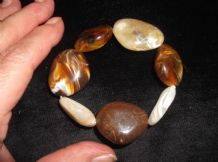 ELEGANT ELASTICATED BANGLE POLISHED PEBBLE LOOK BEADS DIFFERENT NATURAL SHAPES
